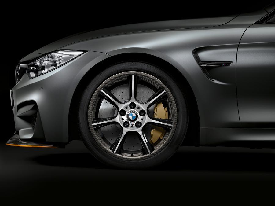 BMW M4 con llantas de fibra de carbono