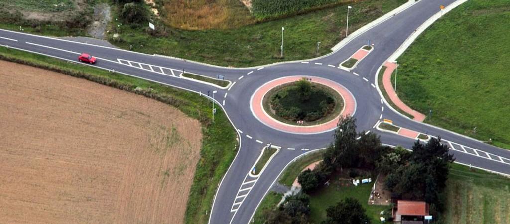 La mayoría de conductores desconoce como circular por las rotondas (Foto: Fritz Geller-Grimm / Wikimedia Commons)