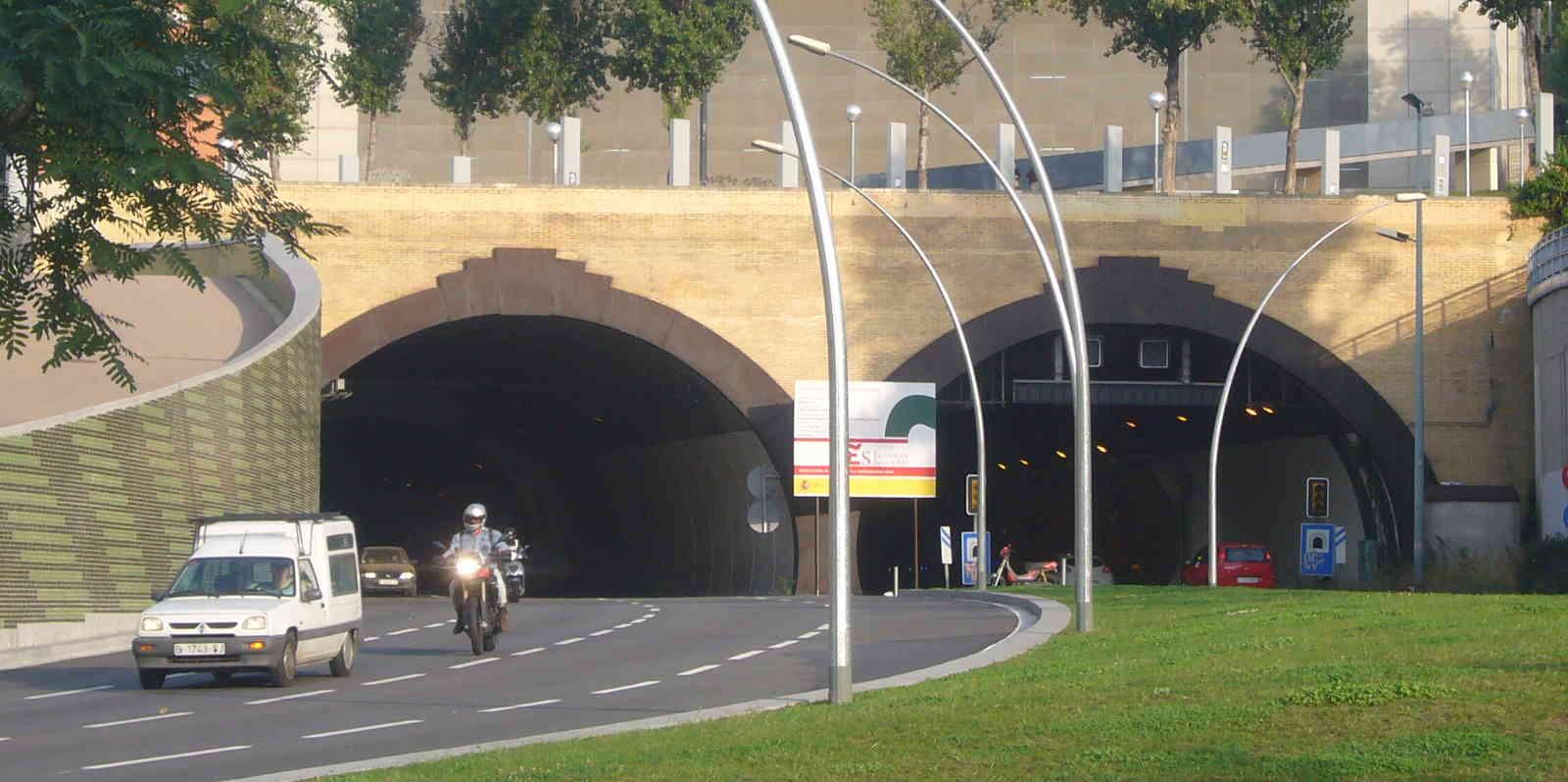 Uno de los túneles urbanos de Barcelona, el de la Rovira (Foto: Jordi Ferrer / Wikimedia Commons)