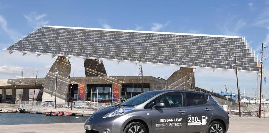 Un Nissan Leaf cedido a la Àrea Metropolitana de Barcelona