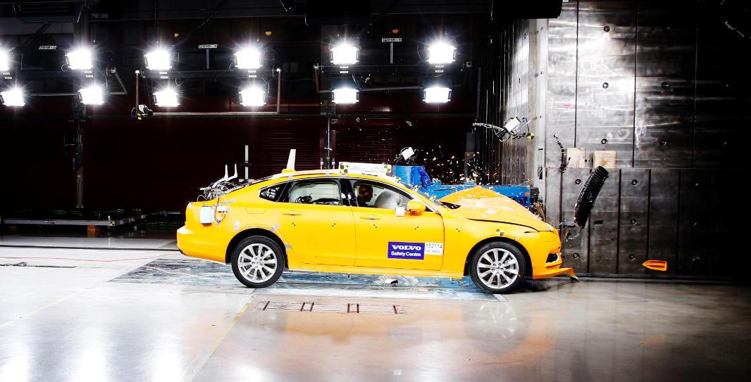 Volvo investiga en seguridad vial