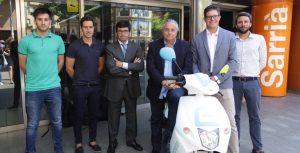 Acuerdo de 'maridaje' de la moto eléctrica con los trenes catalanes