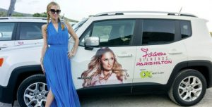 Paris Hilton con su Jeep Renegade