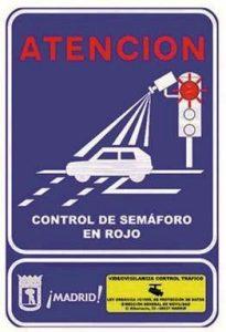 Cartel del control de semáforo en rojo