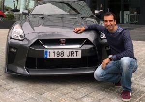 Marc Gené con su flamante superdeportivo (Foto: Nissan)