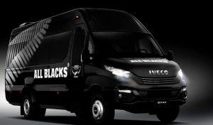 Uno de los vehículos de los All Blacks por Europa