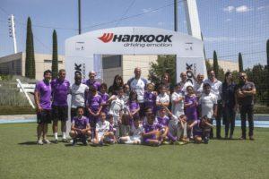 Zidane con los niños (Foto: Hankook)