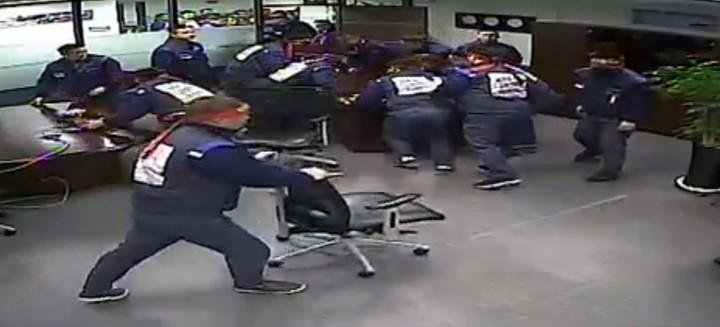 Un grupo de trabajadores entró en el despacho del CEO de GM