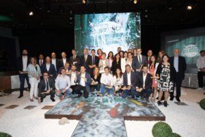 Foto de família de la entrega del premio a la sede de Renault en Madrid