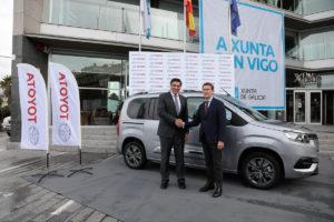 El nuevo Proace city se presentó a las autoridades gallegas