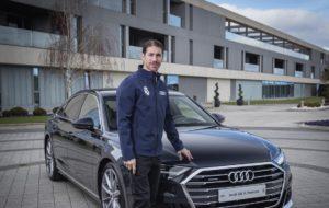 Sergio Ramos posa delante de su nuevo Audi en el acuerdo entre la marca y el Real Madrid