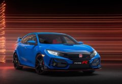 Un Honda Civic Type R de color azul