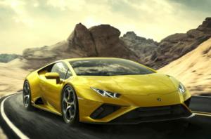 Un Lamborghini Huracán Evo de color amarillo