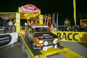 un coche en la salida del Rallye Montecarlo Historique del año pasado