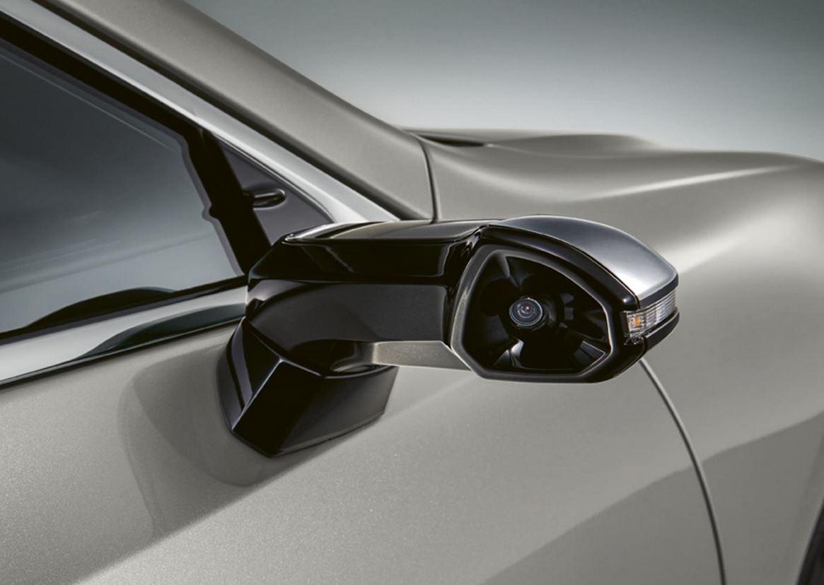 Uno de los retrovisores digitales de Lexus