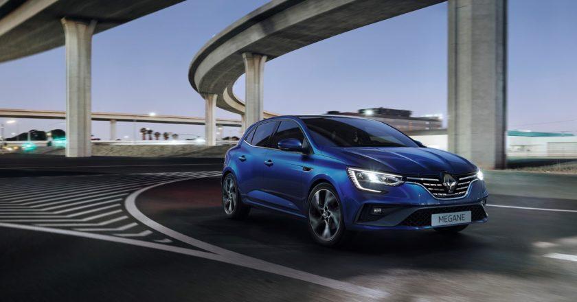 Un Renault Mégane de color azul