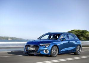 Un Audi A3 Sportback de color azul