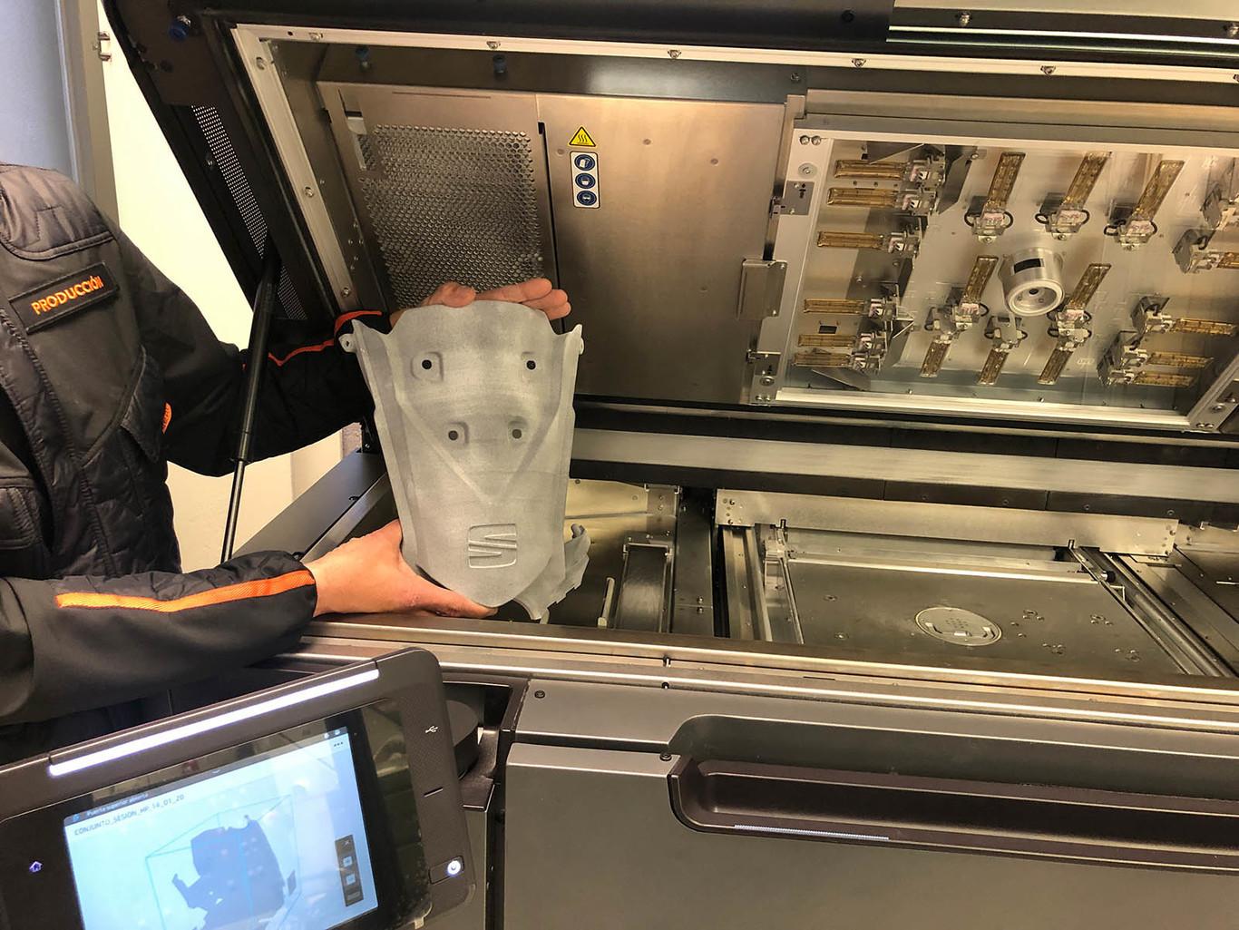 Elemento para diseñar mascarillas contra el coronavirus con tecnología Seat